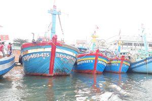 Kiên Giang dỡ lệnh cấm biển nhưng tàu thuyền Phú Quốc chưa thể ra khơi