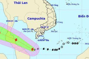Tàu hải quân hỗ trợ 52 tàu cá tránh trú bão số 1