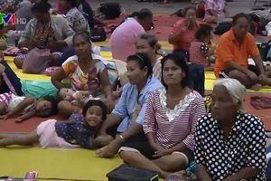 Hàng chục nghìn du khách rời đảo ở Thái Lan để tránh bão
