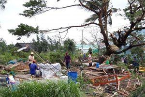 Bão số 1 hoành hành Nam Bộ: Thổi bay nhà cửa, uy hiếp thuyền bè
