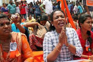 Vào đền thiêng 2 phụ nữ Ấn Độ bị truy sát