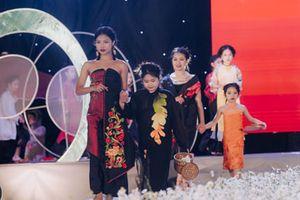 Bất chấp rét đậm, 300 mẫu nhí vẫn trình diễn cực đỉnh ở Tuần lễ Liên hoan Thời trang Thiếu nhi Hà Nội