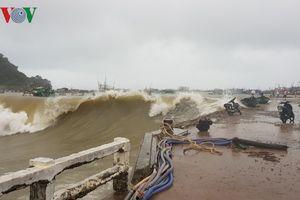Mưa bão làm chìm 65 phương tiện trên biển ở Kiên Giang