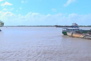 Chìm sà lan ở Tiền Giang, 3 người mất tích