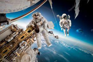 Phi hành gia 'lỡ tay' gọi điện cho cảnh sát từ vũ trụ
