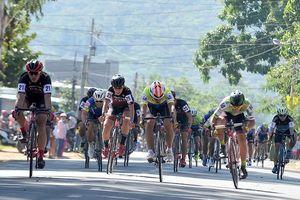 Nguyễn Văn Nghĩa thắng chặng 1 cuộc đua Xe đạp Truyền hình Bình Dương 2019