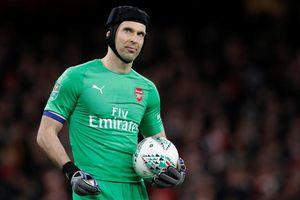 Petr Cech theo chân Ramsey đào tẩu khỏi Arsenal