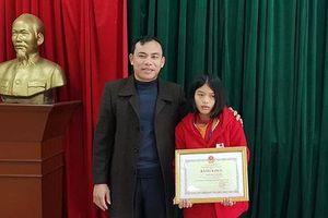 Nữ sinh lớp 8 trả lại 30 triệu đồng được Bộ GD&ĐT tặng bằng khen