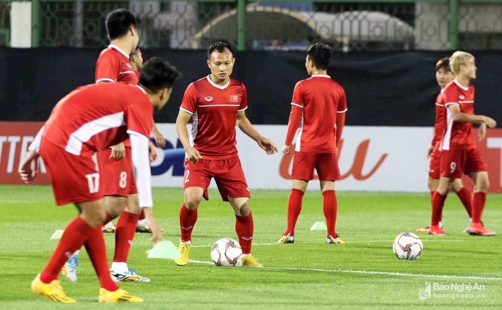 Asian Cup 2019: ĐT Việt Nam tập buổi đầu tiên tại UAE, Trọng Hoàng bình phục hoàn toàn