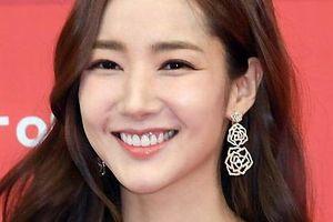 Park Min Young 'đốn tim' người hâm mộ với nhan sắc xinh như hoa và nụ cười tỏa nắng