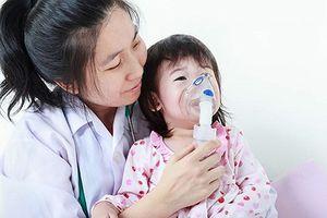 Chăm sóc trẻ mắc hen khi thời tiết trở lạnh