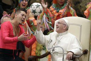 Giáo hoàng chơi bóng và lễ hội năm mới vào top ảnh tuần