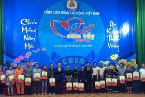 Phó Thủ tướng Vương Đình Huệ tặng quà người nghèo tại Gia Lai