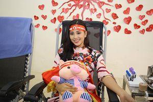Hoa hậu Tiểu Vy hào hứng tham gia hiến máu tại Chủ nhật Đỏ