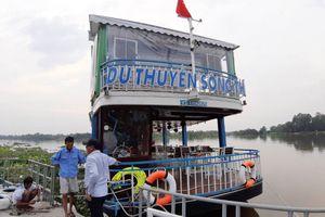 Du thuyền không phép ngang nhiên lập bến, chở khách trên sông Sài Gòn