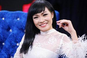 Phương Thanh ẩn ý khi bị xếp ngang hàng với Uyên Linh trên poster