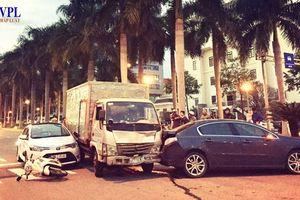 Xe tải hết hạn kiểm định đâm xe dừng đèn đỏ tại Đà Nẵng