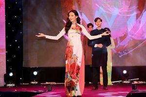 Top 20 nữ sinh khoe trọn vẹn sự duyên dáng, nữ tính qua từng bước đi trên sân khấu với áo dài tại Gala chung kết Miss Hutech 2019