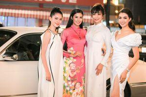 Mâu Thủy, Thùy Dung, Lệ Hằng xúng xính váy áo xem show thời trang của hoa hậu Ngọc Hân
