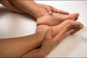 Tập thể thao khắc phục tình trạng tê buốt chân tay