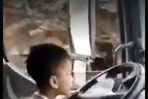 Xuất hiện đoạn clip cậu bé lái xe tải lao vun vút trên đường gây xôn xao dư luận