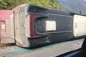 Tin mới vụ lật xe khách, 1 người chết, nhiều người bị thương