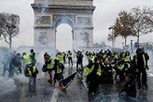 Cảnh sát trấn áp lực lượng Áo vàng biểu tình bạo loạn tại Pháp