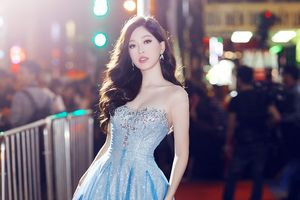 Á hậu Phương Nga diện váy công chúa, đọ sắc cùng Á hậu Thúy An