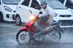 Bắc Bộ mưa rét vì không khí lạnh, cảnh báo triều cường Nam Bộ