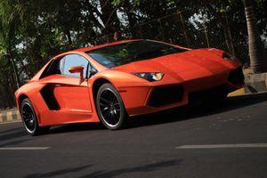 Honda đời cũ phù phép thành Lamborghini Aventador