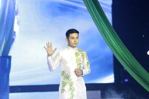 Đạt số điểm cao nhất tuần, Sơn Ngọc Minh vẫn bị loại Én Vàng Nghệ Sĩ