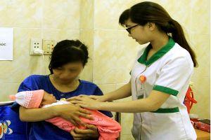 Cô gái trẻ vừa vào bệnh viện, thai nhi đã chuồi trước 2 chân ra ngoài