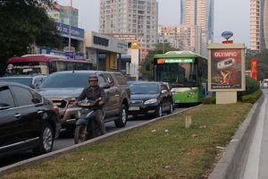 Buýt nhanh BRT vẫn 'lụt' trong giờ cao điểm