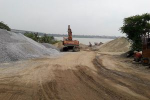 Hà Nội: Kiên quyết xử lý bến bãi, kinh doanh VLXD vi phạm Luật Đê điều