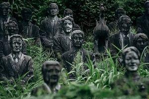 Ám ảnh rợn người những 'bức tượng ma' trong công viên hoang phế