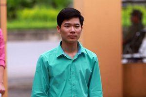Bác sĩ Hoàng Công Lương nhập viện vì sốc tâm lý, xin xét xử vắng mặt