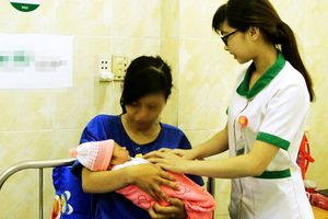 Thai nhi ngôi ngược lọt nửa người ra ngoài được cứu kịp thời