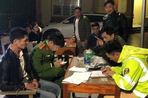 Thanh Hóa: CSGT bắt giữ đối tượng vận chuyển ma túy