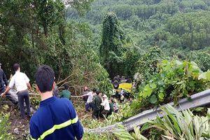 Hiện trường xe khách lao xuống vực đèo Hải Vân khiến 22 người bị thương