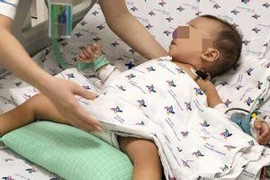 Bé trai suýt chết vì uống nhầm thuốc trừ sâu đựng trong chai trà xanh