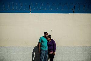 Di dân tuyệt vọng trước biên giới Mỹ và cơ hội cho tội phạm buôn người