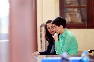Sáng nay (8.1) đưa bác sĩ Hoàng Công Lương ra xét xử