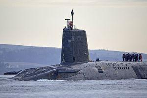 Tàu ngầm hạt nhân Anh tự lột vỏ