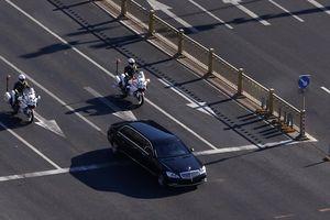 Cận cảnh đoàn xe chở ông Kim Jong-un trên đường phố Bắc Kinh