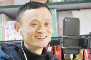 Ăn nên làm ra nhờ ngoại hình giống Jack Ma