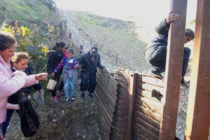 Tổng thống Trump quyết xây tường biên giới
