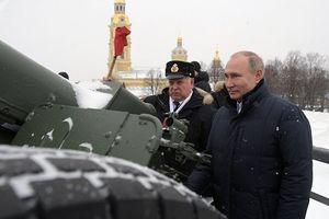 Cận cảnh Tổng thống Putin bắn đại bác, tiết lộ bí mật đặc biệt