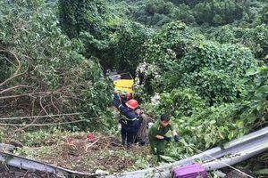 Xe chở sinh viên rơi xuống vực trên đèo Hải Vân, hơn 20 người bị thương