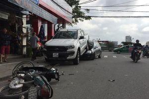 Xe 'điên' đi lùi gây tai nạn hàng loạt tại trung tâm thành phố
