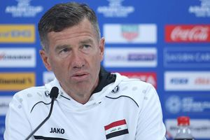 HLV Iraq thừa nhận thắng may mắn trước tuyển Việt Nam